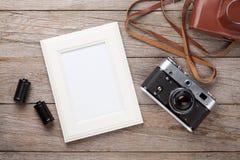 Câmera do filme do vintage e quadro vazio da foto Imagens de Stock
