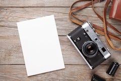 Câmera do filme do vintage e quadro vazio da foto Imagem de Stock
