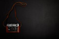 Câmera do filme do vintage na tabela do escritório Foto de Stock