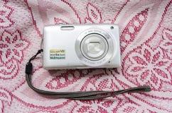 Câmera do ponto isolado e do tiro fotografia de stock