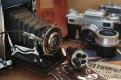 Câmera do vintage e artigos retros Fotografia de Stock Royalty Free
