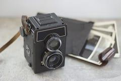 Câmera do vintage na tabela foto de stock
