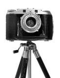 Câmera do vintage no tripé Imagens de Stock Royalty Free