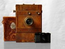 câmera e estojo compacto do 19o século imagens de stock