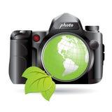 Câmera e globo verde Imagem de Stock Royalty Free