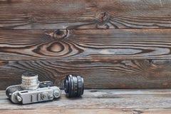 Câmera e lente retros velhas do rangefinder do vintage 35mm Foto de Stock