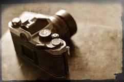 Câmera e lente velhas para a fotografia imagens de stock