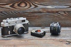 Câmera e medidor de luz retros velhos do rangefinder do vintage 35mm Imagem de Stock Royalty Free