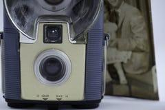 Câmera imóvel velha e foto velha fotos de stock