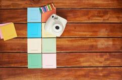 Câmera instantânea com quadros coloridos Foto de Stock Royalty Free