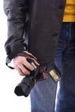 Câmera moderna da foto SLR na mão do fotógrafo Imagem de Stock