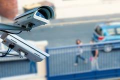 Câmera ou sistema de vigilância do CCTV da segurança com a rua no fundo obscuro Imagem de Stock