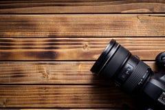 Câmera profissional com lente fotos de stock