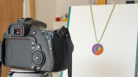 Câmera que toma fotografias dos produtos Imagem de Stock Royalty Free