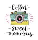 Câmera retro decorativa da foto e rotulação à moda - recolha memórias doces Ilustração do vetor ilustração do vetor
