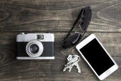 Câmera retro e vários artigos pessoais Fotografia de Stock