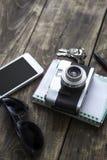 Câmera retro e vários artigos pessoais Imagem de Stock Royalty Free