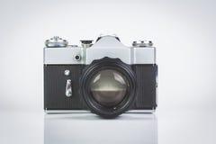 Câmera retro isolada no branco Imagem de Stock Royalty Free