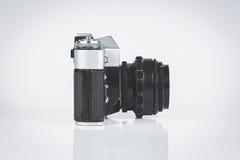 Câmera retro isolada no branco Imagem de Stock