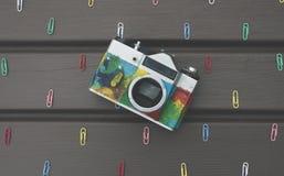 Câmera retro na tabela Imagens de Stock