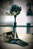 360 câmera Rig Google Cardboard e telefone Imagens de Stock