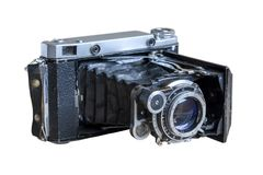 Câmera soviética velha Câmera velha com um lente-acordeão Isolado no branco fotografia de stock