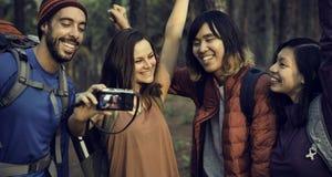 Câmera Trekking de viagem do destino do lugar frequentado da amizade dos povos Imagens de Stock