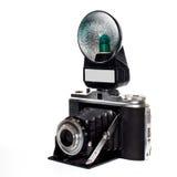 Câmera velha com flash imagem de stock