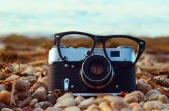 Câmera & vidros da foto Fotografia de Stock Royalty Free