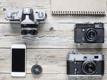 Câmeras do telefone celular, do compasso e do vintage Fotos de Stock Royalty Free