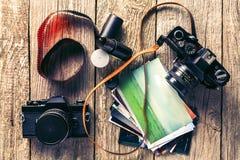 Câmeras retros e fotos Imagens de Stock Royalty Free