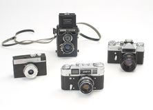 Câmeras velhas no fundo branco imagem de stock