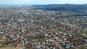 Câmpina,罗马尼亚,郊区的空中寄生虫英尺长度 股票录像