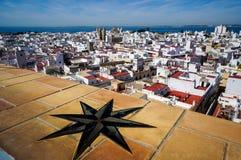 CÃ-¡ diz som ses från Torre Tavira Arkivfoto