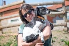 Cão amado e seu amigo imagens de stock
