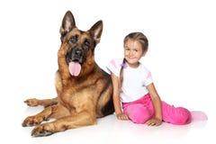Cão da menina e de pastor alemão Foto de Stock