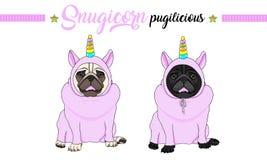 Cão de cachorrinho de sorriso do pug do vetor que senta-se para baixo, fato-macaco cor-de-rosa vestindo com o chifre do unicórnio fotografia de stock royalty free