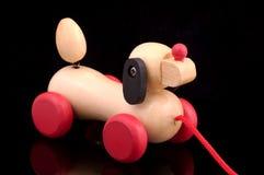 Cão de madeira imagem de stock