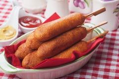 Cão de milho com ketchup e mostarda Imagens de Stock