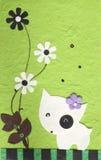 Cão de Papercraft com a flor no fundo verde Fotografia de Stock Royalty Free