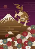 Cão do guardião, montanha de Fuji e crisântemos, traditi japonês Fotografia de Stock