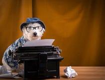 Cão do journalista foto de stock