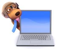 cão do piloto 3d atrás de um PC do portátil Fotografia de Stock Royalty Free