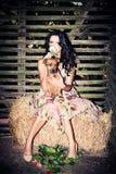 Cão e flor da menina Fotos de Stock