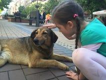 Cão e menina Imagens de Stock Royalty Free