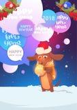 Cão em Santa Hat Over Chat Bubble com o cartão do feriado das mensagens do ano novo feliz 2018 Foto de Stock Royalty Free