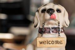 Cão para o wellcome Fotos de Stock Royalty Free