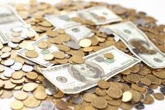 Cédula do dólar com moedas ucranianas Fotografia de Stock