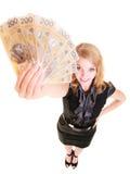 Cédula do dinheiro da moeda do polimento da terra arrendada da mulher de negócio Imagens de Stock Royalty Free