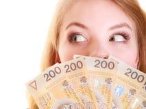 Cédula do dinheiro da moeda do polimento da terra arrendada da mulher de negócio Foto de Stock Royalty Free